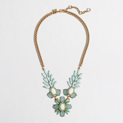 Factory leaf and flower necklace