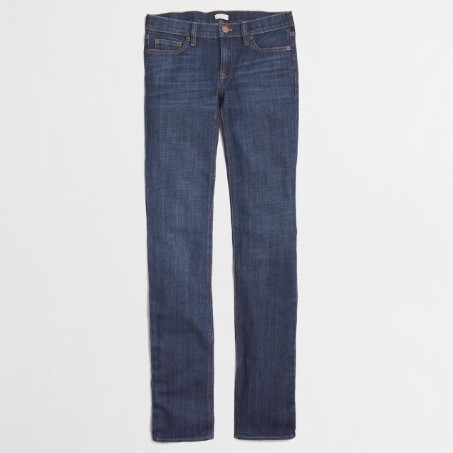 Straight and narrow jean in dark blue wash