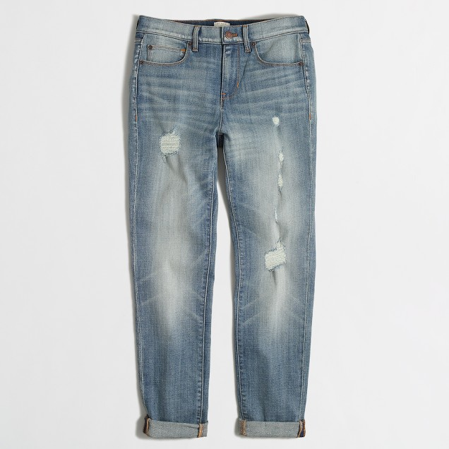 Distressed boyfriend jean in light wash