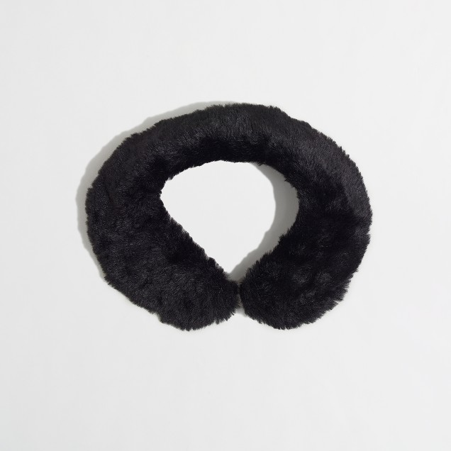 Factory girls' faux-fur collar