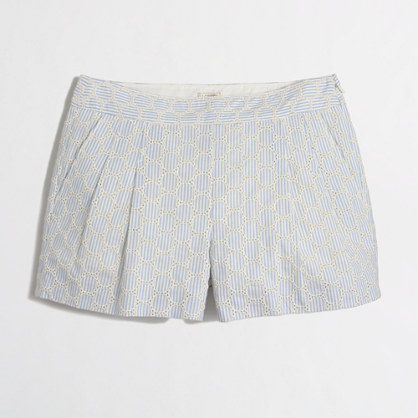 Seersucker eyelet pleated short