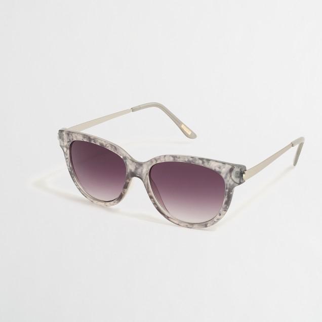 Rounded-bottom sunglasses