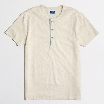 Slim short-sleeve henley with chambray trim