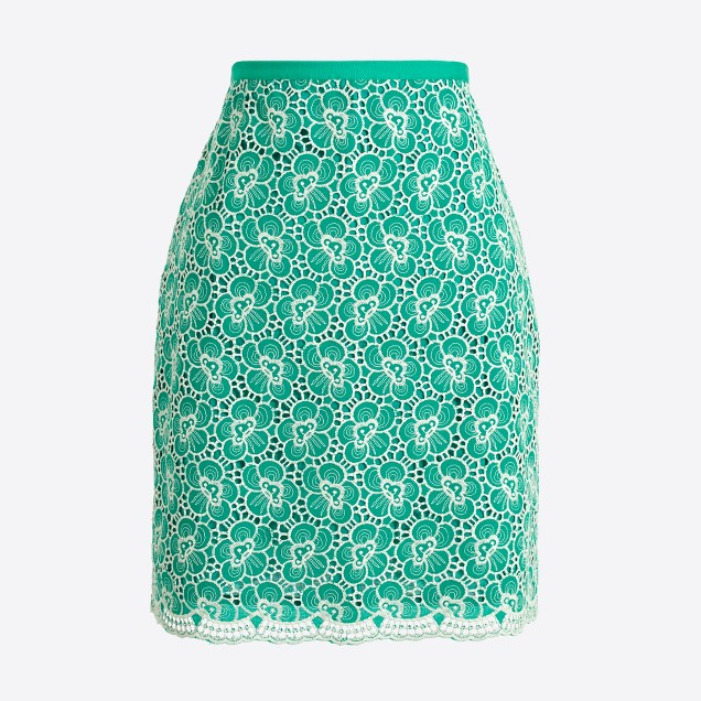 Flounce skirt with floral embroidery